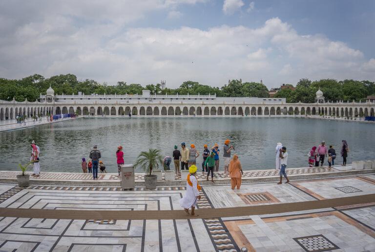 Indien Sehenswuerdigkeiten Sri Bangla Sahib Gurudwara