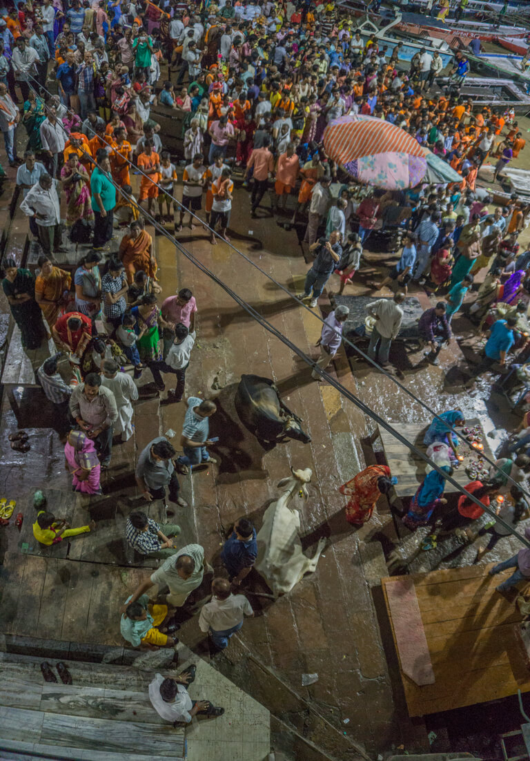 Indien Sehenswuerdigkeiten Varanasi Ganga Aarti