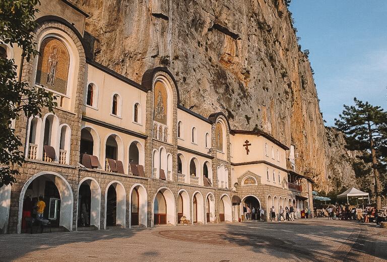 Montenegro Sehenswuerdigkeiten Kloster Ostrog Zeta