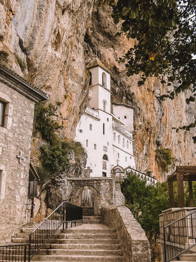 Montenegro Sehenswuerdigkeiten Kloster Ostrog