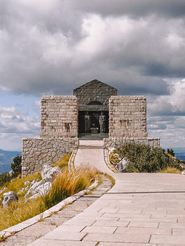 Montenegro Sehenswuerdigkeiten Lovcen Nationalpark Mausoleum of Petar II Petrovic Njegos