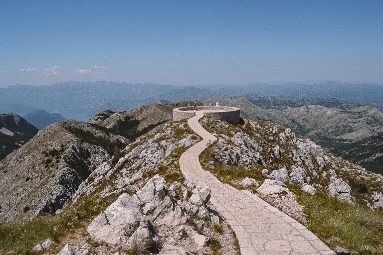Montenegro Sehenswuerdigkeiten Lovcen Nationalpark
