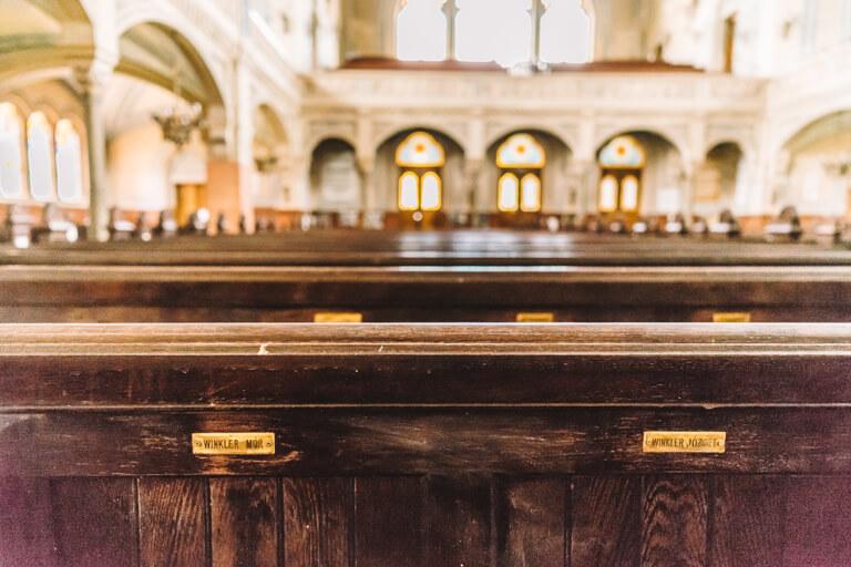 Neue Synagoge Sitzplatz Schilder