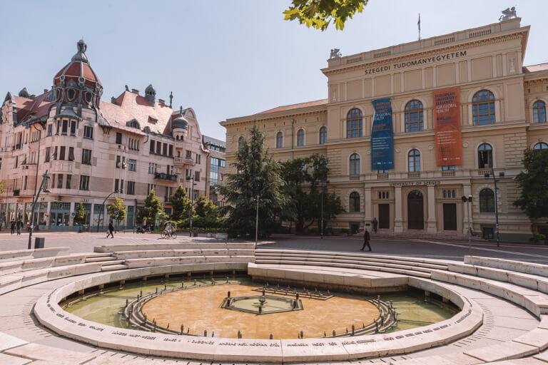 Universitaet Dugonics Square
