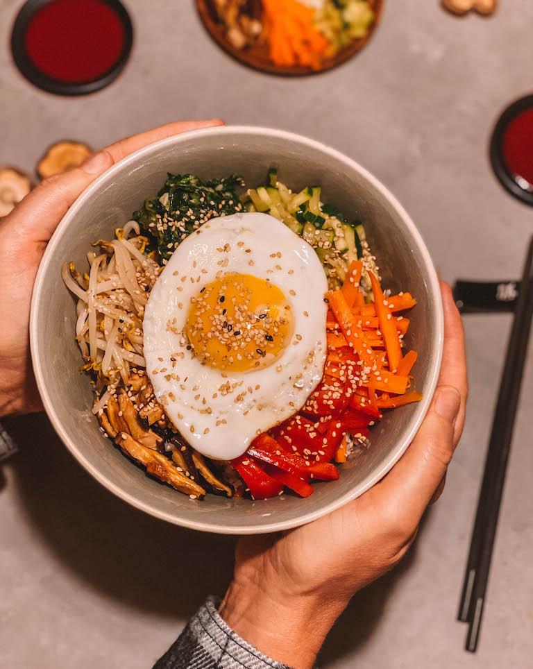 Koreanische Reisbowl
