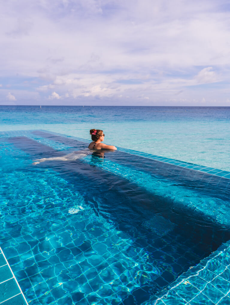Velassaru-Malediven-Hotel-Spa-Pool-Inseln