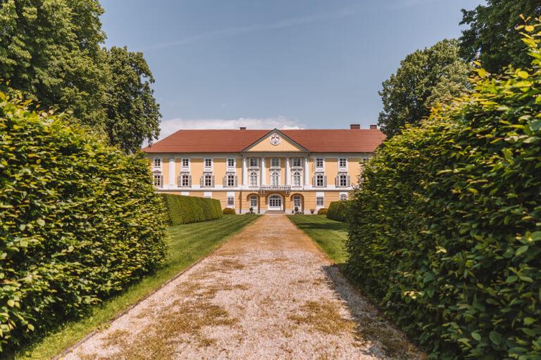 Eferding-Sehenswuerdigkeiten-Schloss-Starhemberg-Suedfassade