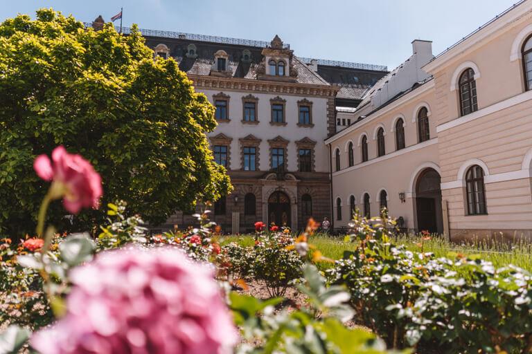 Regensburg-Sehenswuerdigkeiten-Schloss-Thurn-und-Taxis