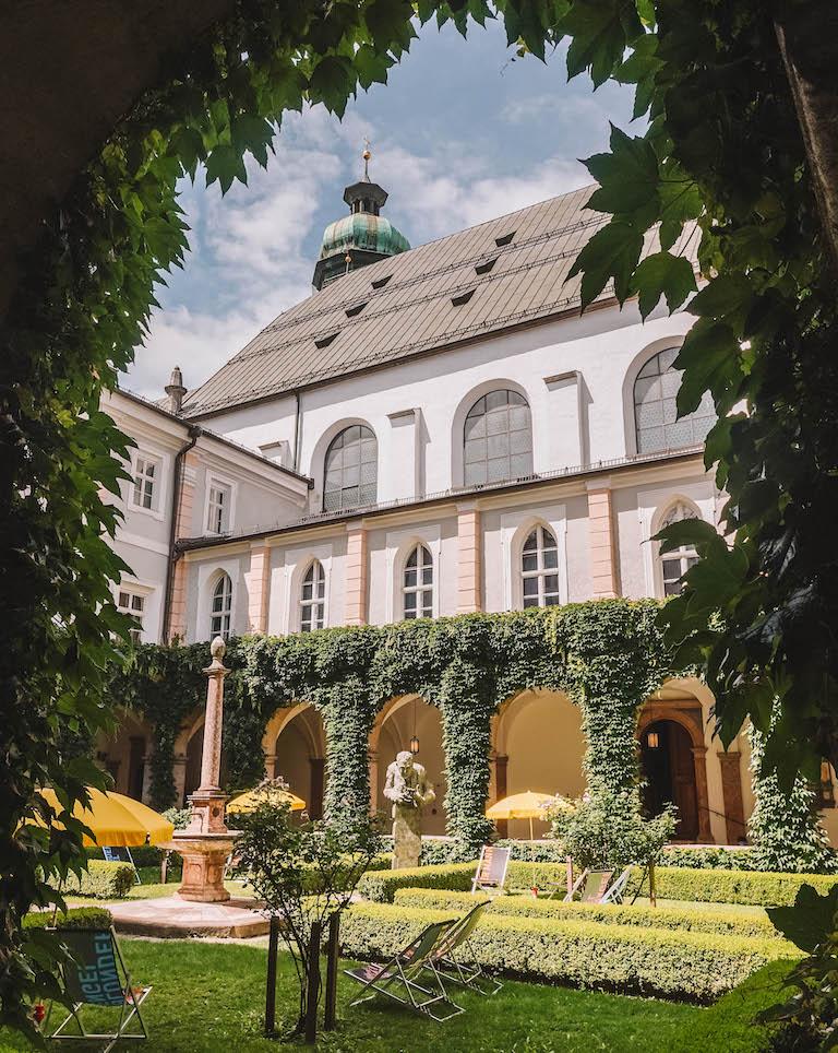 Innsbruck Hofkirche Innenhof
