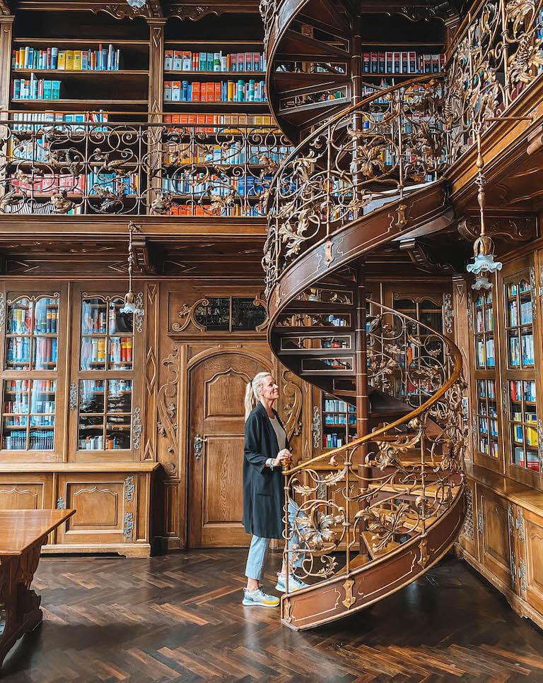 Muenchen Sehenswuerdigkeiten Juristische Bibliothek
