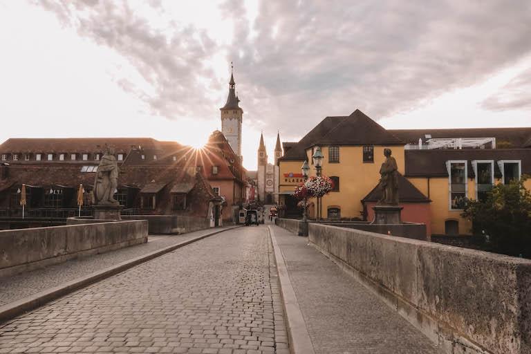 Wuerzburg Sehenswuerdigkeiten Alte Mainbruecke