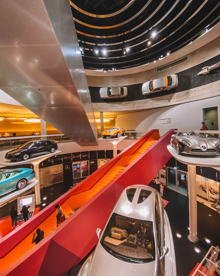 Stuttgart Sehenswuerdigkeiten Mercedes Benz Museum Autos
